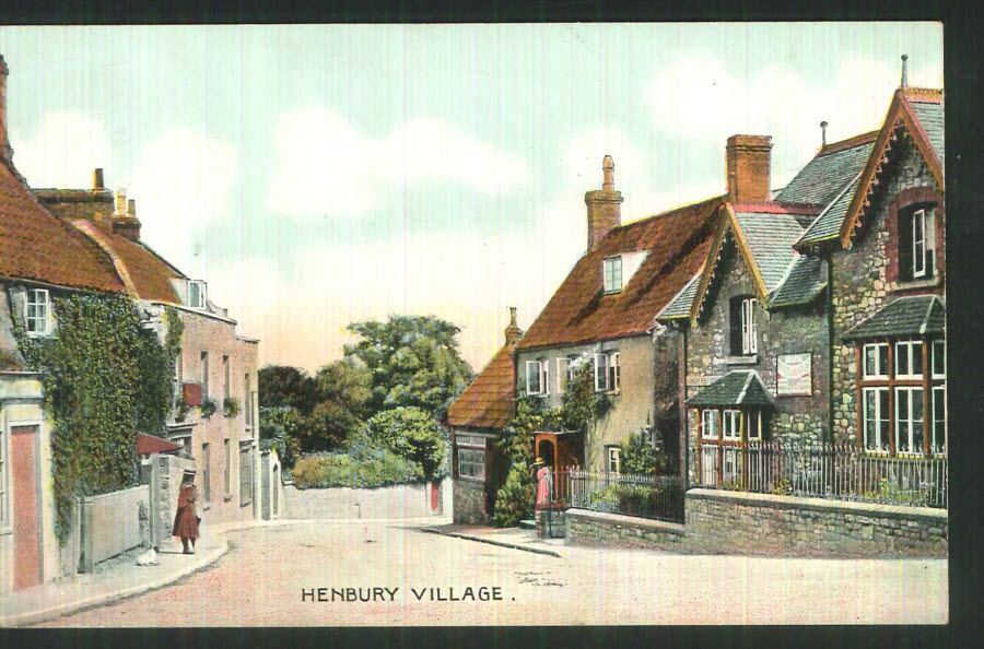 Postcard Gloucestershire - Old Cottages, Henbury 1921