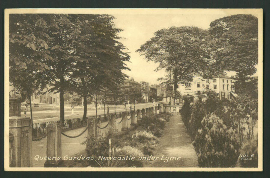 Postcard Staffordshire - Queens Gardens, Newcastle under Lyme